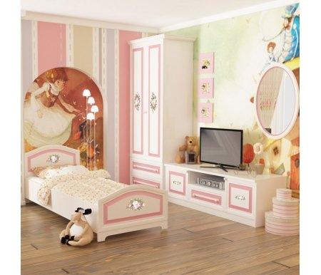 Детская комната Алиса 3Готовые наборы<br>Детская комната Алиса сочетает в себе приятную цветовую гамму, нежный цветочный цветочный декор и плавность изгибов форм. <br>  <br> <br>  <br> Комплектация шкафа: за распашными дверцами зона разделена на две части с одной стороны расположены четыре полки для белья, с другой антресольная полка и штанга для плечиков; нижняя часть комплектуется двумя выдвижными ящиками. <br>  <br> Глубина шкафа без декоративного карниза составляет 47,3 см.<br><br>Кр127,1 см х 59,6 см х 214,9 смовать: 86,4 см х 204,8 см х 74,2 см<br>Шкаф: 86,9 см х 50,6 см х 214,9 см<br>Тумба под ТВ: 150,2 см х 47,7 см х 54 см<br>Зеркало: 60,2 см х 2,2 см х 84,4 см<br>Материал: ЛДСП<br>Цвет: белый, крем, розовая полоса