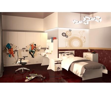 Детская комната Экстрим (Extreme) (комплектация 1)Готовые наборы<br>Детская комната Экстрим (Extreme) станет чудесным подарком для ребенка. <br> <br>  В конструкции мебели применяется ДСП немецкого производства, покрытая современными эмалями, благодаря которым за поверхностями мебели легко ухаживать. Для производства используются исключительно экологически чистые материалы. <br>    <br>   <br>    Рисунки нанесены акриловыми красками - они не выгорают на солнце и ребенок их никак не отклеит, это безопасный материал.<br>   <br> <br>   В комплект входят: кровать, комод, тумба, трехдверный шкаф и стол.<br><br>Размер спального места: 90 см х 160 см<br>Габариты кровати 90 х 160: 97 см х 165,2 см<br>Размер спального места: 90 см х 190 см<br>Габариты кровати 90 х 190: 97 см х 195,2 см<br>Высота кровати: 101,1 см<br>Тумба: 40,2 см х 40,2 см х 57,7 см<br>Шкаф: 137,7 см х 60 см х 196,7 см<br>Стол: 100 см х 60 см х 161,1 см<br>Комод: 75,2 см х 40,2 см х 81,7 см<br>Материал: ДСП<br>Цвет корпуса: белый