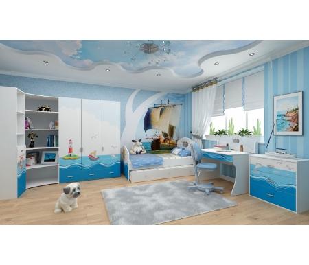 Детская комната Океан (Ocean) (комплектация 4)Готовые наборы<br>Детская комната Океан (Ocean) станет чудесным подарком для ребенка. <br> <br>  В конструкции мебели применяется ДСП немецкого производства, покрытый современными эмалями, благодаря которым за поверхностями мебели легко ухаживать. Для производства используются исключительно экологически чистые материалы. <br>    <br>   <br>    Рисунки нанесены акриловыми красками - они не выгорают на солнце и ребенок их никак не отклеит, это безопасный материал.<br>   <br> <br>   В комплект входят: кровать с дополнительным выдвижным ящиком, комод, стеллаж узкий, стеллаж угловой, шкаф трехдверный и стол. <br> <br>   <br>    <br>   <br> <br>  Размер ящика 90 см х 150 см:<br> <br>  Ширина - 150 см.<br> <br>  Глубина - 95 см.<br> <br>  Высота - 29,8 см.<br> <br>   <br>    <br>   <br> <br>   <br>    Размер ящика 90 см х 180 см:<br>   <br>    Ширина - 180 см.<br>   <br>    Глубина - 95 см.<br>   <br>    Высота - 29,8 см.<br>   <br> <br>   <br>    <br>   <br> <br>  Вы можете сформировать детскую комнату самостоятельно и добавить к комплектутумбу,стеллаж широкий,стол с надстройкойилишкаф двухдверный.<br><br>Размер спального места: 90 см х 160 см<br>Габариты кровати 90 х 160: 97 см х 165,2 см<br>Размер спального места: 90 см х 190 см<br>Габариты кровати 90 х 190: 97 см х 195,2 см<br>Высота кровати: 101,1 см<br>Стеллаж (узкий): 45,2 см х 36,6 см х 196,7 см<br>Стеллаж: 75,2 см х 36,8 см х 161,1 см<br>Стол: 100 см х 60 см х 108,5 см<br>Комод: 75,2 см х40,2 см х 81,7 см<br>Шкаф: 137,7 см х 60 см х 196,7 см<br>Материал: ДСП<br>Цвет корпуса: белый