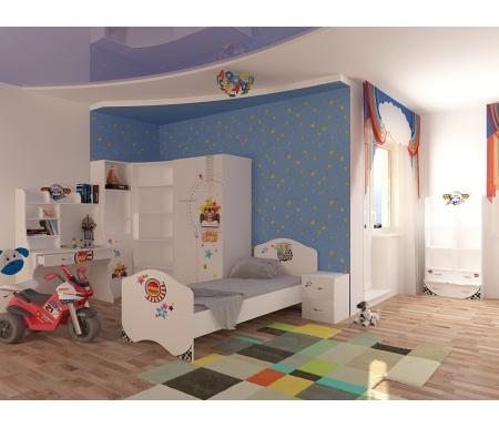 Детская комната Спорт (Sport) (комплектация 2)Готовые наборы<br>Детская комната Спорт (Sport)станет чудесным подарком для ребенка. <br>  <br> В конструкции мебели применяется ДСП немецкого производства, покрытая современными эмалями, благодаря которым за поверхностями мебели легко ухаживать. Для производства используются исключительно экологически чистые материалы. <br>  <br> Рисунки нанесены акриловыми красками - они не выгорают на солнце и ребенок их никак не отклеит, это безопасный материал. <br>  <br> В комплект входит: кровать, стеллаж узкий, стеллаж широкий, шкаф, стеллаж угловой, тумба и стол. <br>  <br> Вы можете сформировать детскую комнату самостоятельно и добавить к комплектукомод,стол без надстройки,шкаф трехдверный.<br><br>Размер спального места: 90 см х 160 см<br>Габариты кровати 90 х 190: 96 см х 165,2 см<br>Размер спального места: 90 см х 190 см<br>Габариты кровати 90 х 160: 96 см х 195,2 см<br>Высота кровати: 101,1 см<br>Стеллаж широкий: 75,2 см х 36,8 см х 161,1 см<br>Стеллаж узкий: 45,2 см х 36,6 см х 196,7 см<br>Шкаф: 92 см х 60 см х 196,7 см<br>Стол: 100 см х 60 см х 161,1 см<br>Тумба: 40,2 см х 40,2 см х 57,7 см<br>Стеллаж угловой: 91,2 см х 75 см х 196,7 см<br>Материал: ДСП<br>Цвет корпуса: белый