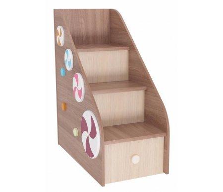 Лестница Пряничный домикГотовые наборы<br>Лестница входит в комплект детской мебели Пряничный домик. <br><br> <br><br> Изделие выполнено из высококачественной ЛДСП отечественного производства. <br>Поставляется в разобранном виде - 3 упаковки.<br><br>Ширина: 52,2 см<br>Глубина: 84,6 см<br>Высота: 102,2 см<br>Материал: ЛДСП<br>Цвет: ясень шимо темный / ясень шимо светлый<br>Объем упаковки: 0,101 куб. м<br>Вес: 49 кг