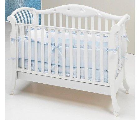 Кровать Bambolina Divina Glamour Cristallo белаяКроватки для новорожденных<br>Divina Glamour – это стильная колыбелька, похожая на нежный лепесток. Она станет истинным украшением интерьера детской комнаты благодаря окраске в мягкие оттенки и использованию классических линий. Эта кроватка создана для истинных романтиков и достойна того, чтобы ее поставили в самом настоящем королевском замке.Специалисты изBambolinaсоблюдают в производстве стандарты безопасности и экологичности. Продукция полностью соответствует высоким европейским и мировым стандартам. В производстве применяется натуральный, прочный и легкий материал – бук. Он дополняется элементами из МДФ.<br>  <br><br><br>Характеристики:<br><br>- стильный дизайн;<br><br>- использование натуральных материалов (бук);<br><br>- покрытие безопасными красками и лаками;<br><br>- регулирующийся бортик;<br><br>- изменяющееся по высоте ложе в двух уровнях;<br><br>- колесики оснащены тормозом;<br><br>- кроватка украшена стразами отSwarowski;<br>  <br>- в комплекте кроватки поставляется ящик.<br>