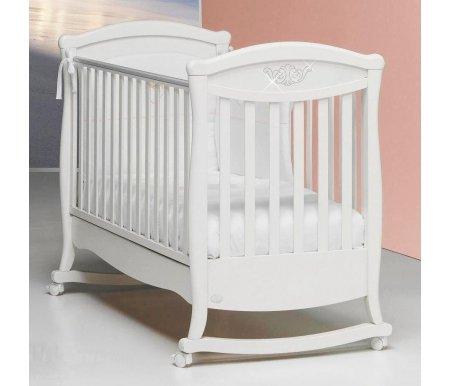 Кровать Bambolina Principessa Cristallo белаяКроватки для новорожденных<br>Кроватка – качалка имеет регулирующиеся по высоте бортики, само ложе также регулируется на два уровня. Материал, из которого изготовлена кроватка – натуральный бук. Она покрыта нетоксичным лаком, декорирована великолепными стразами Swarovski и обладает несложной системой монтажа Easy Fix. Для удобства пользования кроватка имеет вместительный ящик для детского белья, колесики с резиновым покрытием. Расстояние между ламелями безопасное, и ваш малыш будет находиться в полной надежности. Вес с упаковкой равен 36 кг. Спешите порадовать себя и своего малыша замечательной, надежной, стильной, многофункциональной и удобной детской кроваткой от итальянской компании с известным мировым именем. <br>  <br> <br>  <br> Непревзойденное итальянское качество по недорогим ценам! Новая линия кроваток от компании Bambolina это настоящая роскошь, изысканность, элегантность в одном флаконе. Все воплотилось в единой концепции! Изделие изготавливается из натурального массива бука.<br> <br>Забота о малыше, это главная задача любого родителя. Ведь хочется дарить настоящее счастье и радость ребенку. Выбор кровати особое и ответственное дело, ведь от этого зависит спокойный, размеренный и качественный сон. Кроватки от известного итальянского производителя Bambolina славятся своим превосходным качеством, долговечностью и надежностью. Они созданы и разработаны для того, чтобы дарить настоящее ощущение комфорта и уюта. В концепции кроваток свое воплощение в жизнь нашли идеи лучших итальянских мебельщиков. Они приковывают внимание к себе буквально с первого взгляда.<br> <br><br> <br>Вес с упаковкой:36 кг.<br>