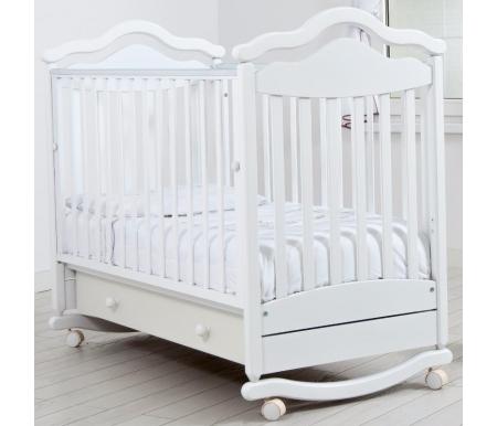 Кровать детская на колесиках с дугой для качания Анжелика белаяКроватки для новорожденных<br>Детская кроватка Анжелика имеет дуги-полозья для раскачивания и две пары съемных колесиков для более легкого перемещения кроватки в комнатном пространстве. <br>Так же у данной кроватки можно опускать передний бортик или вовсе его снимать при необходимости, ложе кроватки можно устанавливать в 2-х положениях по высоте.<br>
