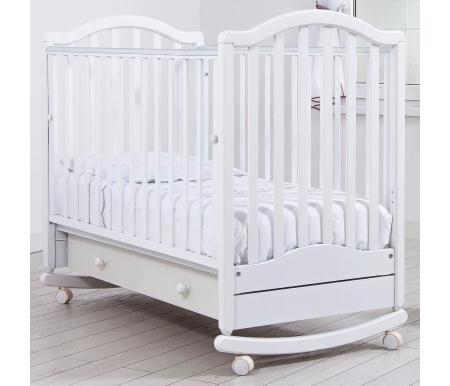 Кровать детская на колесиках с дугой для качания Лейла белаяКроватки для новорожденных<br>Детская кроватка Лейла имеет дуги-полозья для раскачивания, а так же две пары съемных колесиков для более легкого перемещения кроватки в комнатном пространстве. Изготовлена из массива бука и ДСП.<br>