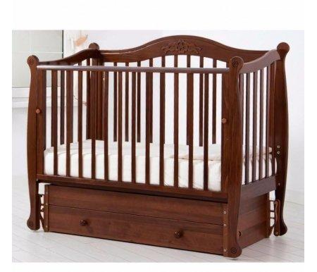 Кровать детская с универсальным маятником Моника орехКроватки для новорожденных<br>Кровать детская с универсальным маятником Моника позволяет раскачивать ложе новорожденного в 2-х направлениях: в продольном и поперечном (направление выбирается при сборке кроватки). <br>Передняя стенка кроватки может опускаться и сниматься при необходимости.<br> <br>Силиконовые накладки на верхние перекладины кроватки необходимы для защиты десен малыша и поверхности кроватки. <br> <br>Аппликативный орнамент в декоре изголовий подобран в тон самого изделия.<br>