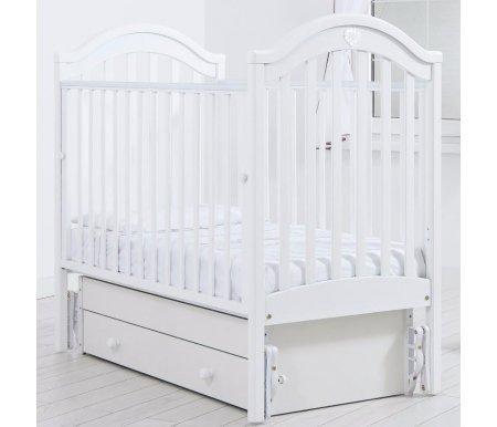 Кровать детская с универсальным маятником Софи белыйКроватки для новорожденных<br>Кровать детская с универсальным маятником Софи позволяет раскачивать ложе новорожденного в 2-х направлениях: в продольном и поперечном (направление выбирается при сборке кроватки). <br>Изголовье данной кровати украшено стразами Swarovski в форме сердца.<br>
