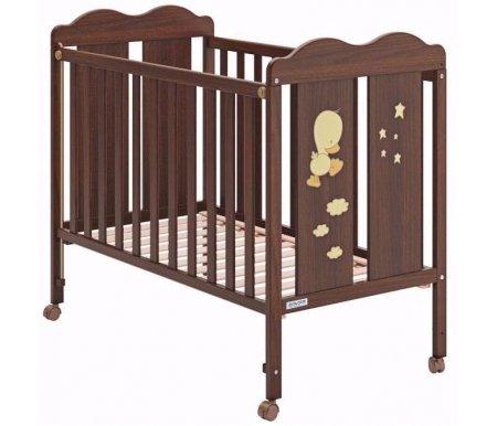 Кровать Micuna Dido chocolateКроватки для новорожденных<br>Кроватки от испанского бренда Micuna создаются на фабрике в Валенсии, за основу берется экологически чистый материал. Производители традиционно отдают предпочтение буку – древесине, которая используется и для создания музыкальных инструментов. Также в кроватках присутствуют элементы на основе МДФ, в составе которой нет смол, фенола и прочих токсичных включений. Краски и лак также безопасны, они созданы на основе безвредных органических соединений (природное происхождение). Материалы создают благоприятный микроклимат, и даже если изделие находится под прямыми лучами солнца, например, у окна, то его технико-эксплуатационные характеристики не ухудшаются. Кроватки испанского производителя удобные, компактные, их безопасность апробирована на практике, что подтверждается не только сертификатами, но и положительными отзывами европейских пользователей. <br>  <br> <br>  <br> Кровать 120x60 Micuna Copito - это детище испанских производителей. Модель очень эстетична, в ней присутствует изящная резьба, поэтому она прекрасно впишется в интерьер любой комнаты. <br>  <br> <br>  <br> Основные параметры: <br>  <br> - материал изготовления: бук и МДФ, краска на водной основе. Все материалы гипоаллергенные, не раздражают кожу малыша, создают благоприятный микроклимат; <br>  <br> - при необходимости бортик кроватки можно опустить; <br>  <br> - борт также можно удалить полностью, тогда кроватка легко превращается в удобный диванчик; <br>  <br> - ложе можно регулировать по высоте, выбрав одну из трех имеющихся позиций.<br>