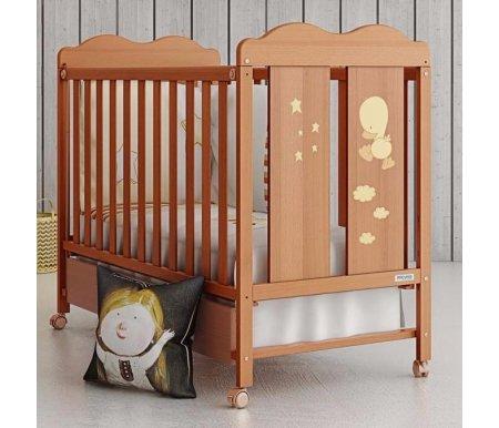 Кровать Micuna Dido honeyКроватки для новорожденных<br>Кроватки от испанского бренда Micuna создаются на фабрике в Валенсии, за основу берется экологически чистый материал. Производители традиционно отдают предпочтение буку – древесине, которая используется и для создания музыкальных инструментов. Также в кроватках присутствуют элементы на основе МДФ, в составе которой нет смол, фенола и прочих токсичных включений. Краски и лак также безопасны, они созданы на основе безвредных органических соединений (природное происхождение). Материалы создают благоприятный микроклимат, и даже если изделие находится под прямыми лучами солнца, например, у окна, то его технико-эксплуатационные характеристики не ухудшаются. Кроватки испанского производителя удобные, компактные, их безопасность апробирована на практике, что подтверждается не только сертификатами, но и положительными отзывами европейских пользователей.<br>  <br><br>  <br>Кровать 120x60 Micuna Copito - это детище испанских производителей. Модель очень эстетична, в ней присутствует изящная резьба, поэтому она прекрасно впишется в интерьер любой комнаты.<br>  <br><br>  <br>Основные параметры:<br>  <br>- материал изготовления: бук и МДФ, краска на водной основе. Все материалы гипоаллергенные, не раздражают кожу малыша, создают благоприятный микроклимат;<br>  <br>- при необходимости бортик кроватки можно опустить;<br>  <br>- борт также можно удалить полностью, тогда кроватка легко превращается в удобный диванчик;<br>  <br>- ложе можно регулировать по высоте, выбрав одну из трех имеющихся позиций.<br>