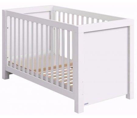 Кровать Micuna Duke BIG whiteКроватки для новорожденных<br>Micuna Duke – новое дизайнерское решение для испанских детских кроваток. Ее главными достоинствами следует считать простоту и лаконичность форм вместе с богатством и элегантностью натуральных материалов. Завершают комплексное представление о мебели удачное использование фактурных или классических цветовых оттенков. <br>  <br> <br>  <br> Уютные детские кроватки от производителя из живописной Валенсии – это изящество технически продуманного стиля, чистота линий и идеальная сборка из древесных натуральных и безопасных материалов. Восточное побережье Испании – родина изумительных музыкальных инструментов и практической мебели, изготовленной из бука. Вспомогательными элементами в ней служат детали из МДФ, с применением в качестве основы природного полимера лигнина без фенола и эпоксидных смол. Кроватки покрыты специальными, экологически чистыми красками и лаками естественного происхождения, не испаряющими вредные вещества. <br>  <br> <br>  <br> Преимущества: <br>  <br> - оригинальный дизайн, соединяющий в себе вековые традиции и современное видение удобства, качества и совершенства форм. <br>  <br> - широкий спектр практических возможностей изделия-трансформера для новорожденных. <br>  <br> - применение при комплектации материалов только природного происхождения – натурального бука, МДФ, экологически чистых лаков и краски светлых оттенков. <br>  <br> - регулирование, в случае потребности, уровня, ложа. Для этой цели предусмотрены два оптимальных положения по высоте кроватки. <br>  <br> - применение в изделии системы Relax, что позволяет в случае необходимости изменять наклон ложа. <br>  <br> - для такого типа кроваток не предусмотрено опускание боковых съемных бортиков, а также специального ящика для детского белья. <br>  <br> <br>  <br> Вес с упаковкой: 47 кг.<br>