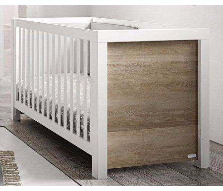 Кровать Micuna Duke BIG white / cinnamonКроватки для новорожденных<br>Micuna Duke – новое дизайнерское решение для испанских детских кроваток. Ее главными достоинствами следует считать простоту и лаконичность форм вместе с богатством и элегантностью натуральных материалов. Завершают комплексное представление о мебели удачное использование фактурных или классических цветовых оттенков. <br>      <br>    <br>      <br>    Уютные детские кроватки от производителя из живописной Валенсии – это изящество технически продуманного стиля, чистота линий и идеальная сборка из древесных натуральных и безопасных материалов. Восточное побережье Испании – родина изумительных музыкальных инструментов и практической мебели, изготовленной из бука. Вспомогательными элементами в ней служат детали из МДФ, с применением в качестве основы природного полимера лигнина без фенола и эпоксидных смол. Кроватки покрыты специальными, экологически чистыми красками и лаками естественного происхождения, не испаряющими вредные вещества.<br>      <br>    <br>      <br>    Преимущества:<br>      <br>    - оригинальный дизайн, соединяющий в себе вековые традиции и современное видение удобства, качества и совершенства форм.<br>      <br>    - широкий спектр практических возможностей изделия-трансформера для новорожденных.<br>      <br>    - применение при комплектации материалов только природного происхождения – натурального бука, МДФ, экологически чистых лаков и краски светлых оттенков.<br>      <br>    - регулирование, в случае потребности, уровня, ложа. Для этой цели предусмотрены два оптимальных положения по высоте кроватки.<br>      <br>    - применение в изделии системы Relax, что позволяет в случае необходимости изменять наклон ложа.<br>      <br>    - для такого типа кроваток не предусмотрено опускание боковых съемных бортиков, а также специального ящика для детского белья.<br>      <br>    <br>      <br>    Вес с упаковкой: 47 кг.<br>