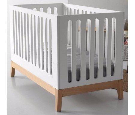 Кровать Micuna Nubol Big white / naturalКроватки для новорожденных<br>Испанская компания Micuna с радостью готова представить свое новое творение, которое можно установить в детской комнате, - кроватку Micuna Nubol. Это классика, получившая свое воплощение в дереве: кровать имеет строгий дизайн и симметричные линии. В ее расцветке сочетаются два цвета: белый и натуральный цвет дерева, имеющий красиво выделенную и очерченную фактуру. Micuna Nubol оснащена крепким каркасом из прочного естественного материала – бука. Данная кроватка имеет одно неоспоримое преимущество: ее можно легко превратить в комфортный диван, на котором сможет удобно спать подросший ребенок. Совершается данная операция просто: путем снятия одного из бортиков. Кроватка может превратиться в кушетку, если снять два боковых бортика. Таким образом, это современная модель, полностью отвечающая требованиям практичности.<br><br><br>  <br>Компания Micuna является передовиком производства, а поэтому занимается разработкой современных и удобных кроваток. В своей работе специалисты компании сочетают как многолетние традиции, так и инновационные технологии. Таким образом, безопасность и комфорт малышу обеспечены, а родители могут не беспокоиться за здоровье своего ребёночка. Основная проблема, угрожающая комфорту и безопасности малыша в самом начале его жизни, - это срыгивание после кормления грудью. Неприятная ситуация может значительно усложняться во время болезни. От многих докторов родители могут услышать, что для предотвращения спазмов, срыгивания, а также улучшения дыхания ребенка необходимо приподнимать матрас. Не спорим, подобная мера весьма эффективна, но приносит неудобства. Специально для комфорта родителей компания Micuna создала систему Relax, славящуюся своей полезностью и простотой. С её помощью вы сможете просто и комфортно изменять уровень высоты ложа, не прикасаясь к матрасу или постельному белью.<br><br><br>  <br><br><br>Преимущества Relax:<br><br>- облегчает дыхание малыша при простуде;<br>