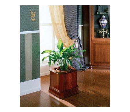 Цветочница 568 пеканЦветочницы<br>Цветочница исполнена в классическом испанском стиле. Текстура имитирует срез орехового дерева, многослойное лаковое покрытие создает эффект мягкого глянца на поверхности. Для декорирования фасада применяется метод шелкографии. Дно оснащено колесиками.<br><br>Длина: 41 см<br>Ширина: 41 см<br>Высота: 38 см<br>Материал: МДФ, ДСП<br>Цвет: пекан
