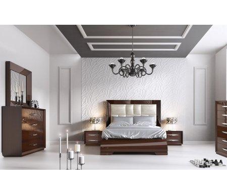 Спальня CARMEN WALNUTСпальные гарнитуры<br>Спальня испанской фабрики Franco Furniture сочетает в себе непревзойденное европейское качество и стильный дизайн. <br><br> В составе комплекта мебели: <br><br> 1. Кровать. Выполняется в двух вариантах размеров спального места: 160 х 200 см и 180 х 200 см. <br><br> Ортопедическая решетка не входит в комплект, ее можно приобрести отдельно. <br><br> 2. Две прикроватные тумбочки <br><br> 3. Комод <br><br> 4. Зеркало <br><br> 5. Вертикальный комод<br><br>Размер спального места: 160 см х 200 см<br>Габариты кровати 160 х 200: 190 см х 218 см<br>Размер спального места: 180 см х 200 см<br>Габариты кровати 180 х 200: 210 см х 218 см<br>Ортопедическое основание: приобретается дополнительно<br>Подъемный механизм: отсутствует<br>Габариты тумбочки (ШхГхВ): 60 см х 40 см х 45 см<br>Габариты комода (ШхГхВ): 120 см х 40 см х 104 см<br>Габариты зеркала: 100 см х 100 см<br>Габариты вертикального комода: 60 см х 40 см х 124 см<br>Цвет: орех
