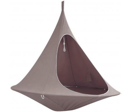 Гамак уличный подвесной Bert коричневыйГамаки<br>Необходимое пространство вокруг - минимум 1,9 м в диаметре, в идеале 2,55 м.<br><br>Необходимое пространство в высоту - минимум 2,45 м, в идеале 2,8 м.<br><br>Распорное кольцо - анодированный алюминий, диаметр трубки 20 мм.<br><br>Подвесной полиамидный трос d=10 мм.<br><br>Максимальная нагрузка - 200 кг.<br><br>Сумка для гамака: горловина d=22 см, центр d=37 см, длина 80 см.<br><br>Картонная упаковка: 80 x 25 x 13 см.<br><br>Вес - 6 кг.<br>