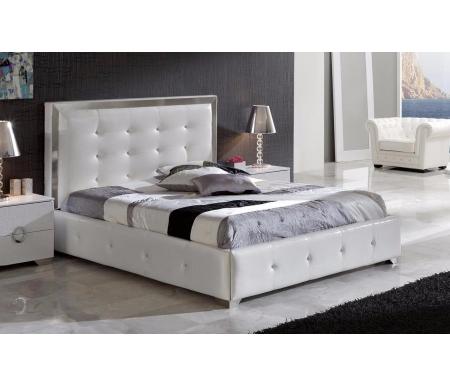 Кровать Coco 624 белая 180 см x 200 смПрочее<br>Кровать 624 Coco (Коко) - широкая двуспальная кровать от фабрики Dupen (Испания).<br> <br> <br>  Высокое мягкое изголовье обито экокожей, боковая отделка по периметру кровати - экокожа. Кровать отделана стразами, выполнена в белом цвете.<br> <br>   <br>    <br>   <br> <br>  В наличии имеются подобные кровати черного цвета.<br><br>Размер спального места: 180 см х 200 см<br>Ширина: 176 см<br>Длина: 223 см<br>Материал: МДФ, металл<br>Материал обивки: экокожа<br>Бельевой ящик: в комплекте<br>Ортопедическое основание: в комплекте<br>Материал ортопедического основания: с деревянными ламелями<br>Подъемный механизм: есть<br>Количество: 1 шт.