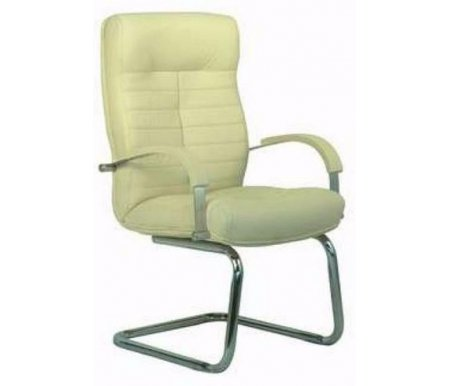 Компьютерное кресло Консул конференц бежевоеКомпьютерные кресла<br>Материал подлокотников:металл хромированный.<br>Материал крестовины:металл хромированный.<br><br>Материал обивки: кожа.<br><br>Вес: 25 кг.<br>