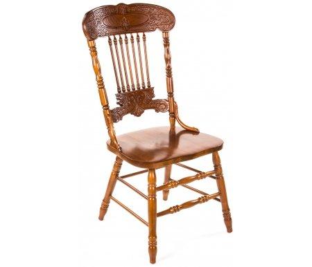 Стул Warren 838-SДеревянные стулья<br>Стул с резными ножками и спинкой, выполненный из массива гевеи, прекрасно украсит кухню, столовую или дачу.<br><br>Ширина: 52 см<br>Ширина спинки: 50 см<br>Глубина: 45 см<br>Высота: 106 см<br>Высота спинки: 60 см<br>Высота от пола до сиденья: 45 см<br>Материал каркаса: массив гевеи<br>Материал сиденья: ДСП, покрытый дубовым шпоном<br>Цвет: дуб в красноту (GLAZE), тёмный орех (HN GLAZE)