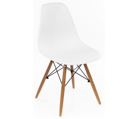 Стул Eames белый деревянный каркасДеревянные стулья<br>Стул Eames PC-015 белый выполнен в современном стиле. Отлично подойдет к любому интерьеру.<br><br>Ширина сиденья: 45,5 см<br>Ширина между ножками внешняя: 38 см<br>Глубина сиденья: 39 см<br>Высота сиденья: 42 см<br>Высота: 82 см<br>Материал ножек: массив бука / металл<br>Материал сиденья и спинки: пластик<br>Цвет: белый